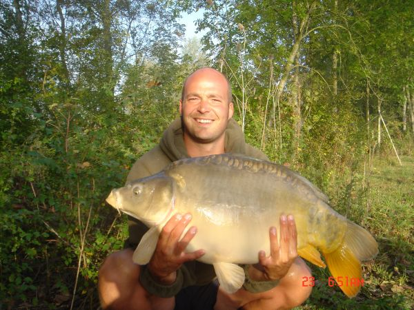 Neil Riverss 24lb 8oz  using maggots from pallets